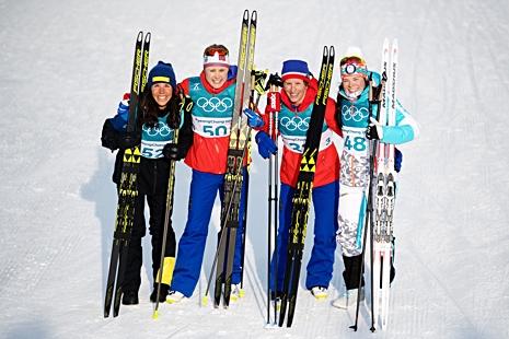 Fyra medaljörer hör inte till vanligheten: Charlotte Kalla, silver, Ragnhild Haga, guld och Marit Björgen och Krista Pärmäkoski med delat brons. FOTO: Jon Olav Nesvold/Bildbyrån.