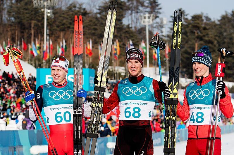 Medaljtrion på 15 kilometer skejt: Simen Hegstad Krüger, silver, Dario Cologna, guld och Denis Spitsov, brons. FOTO: Carl Sandin/Bildbyrån.