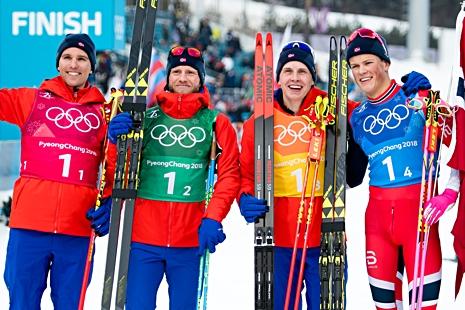 Norges guldlag med Didrik Tönseth, Martin Johnsrud Sundby, Simen Hegstad Krüger och Johannes Hösflot Kläbo. FOTO: Carl Sandin/Bildbyrån.