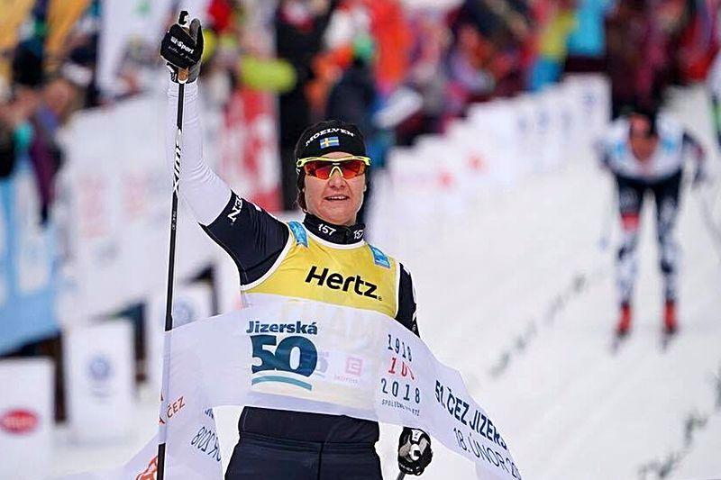 Britta Johansson Norgren blev historisk efter sjätte raka seger i Visma Ski Classics. FOTO: Magnus Östh.