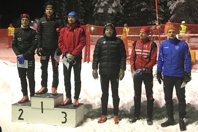 Topp sex i Tranemo Midnight Skimarathon: Markus Johansson, tvåa, Markus Jönsson, etta, Oscar Claesson, trea, Simon Grenlöv, fyra, Erik Johansson, femma och Simon Magnusson sexa. FOTO: Arrangören.