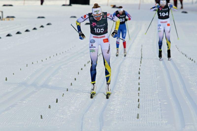 Frida Karlsson spurtar mot mål och en fin andraplats på Skandinaviska cupen i Trondheim. FOTO: Norges skidförbund.