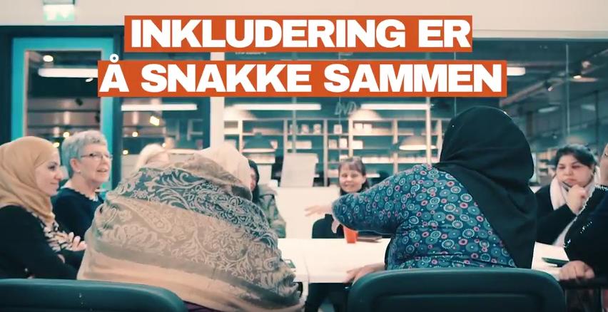 Bilde fra en film som heter inkludering er å snakke sammen