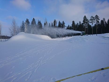 I Umeå tar man inte för givet att det blir en bra snövinter även nästa år. Snökanonerna går för fullt nu. FOTO: IFK Umeå.