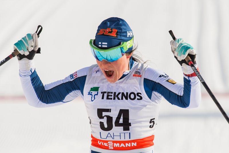 Krista Pärmäkoski jublar efter seger på hemmaplan i Lahtis. FOTO: Fredrik Varfejll/Bildbyrån.