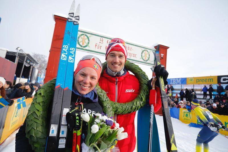 Lina Korsgren, Åre längdskidklubb och Andreas Nygaard, Team Santander, vann Vasaloppet 2018. FOTO: Vasaloppet.