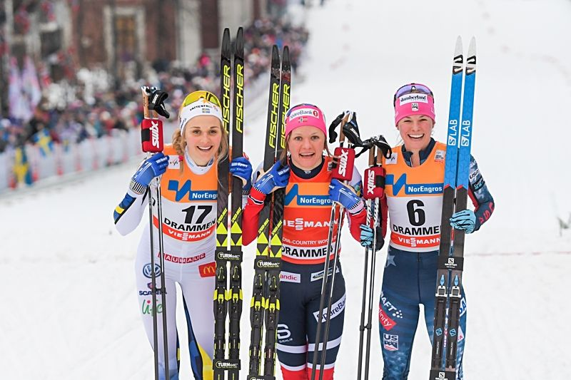 Maiken Caspersen Falla vann i Drammen och omges av tvåan Stina Nilsson och trean Jessica Diggins. FOTO: Fredrik Varfjell/Bildbyrån.