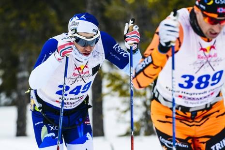 Klas Nilsson och Kjetil Hagtvedt Dammen stakar på under förra årets lopp. FOTO: Red Bull Nordenskiöldsloppet.