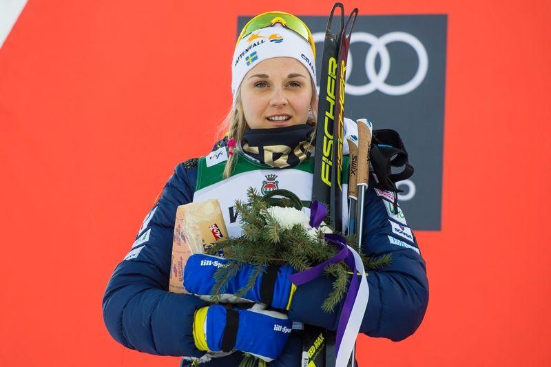 Stina Nilsson har en teoretisk chans att passera Marken Caspersen Falla i världscupens sprintcup i Falun på fredag. FOTO: Fredrik Varfjell/Bildbyrån.