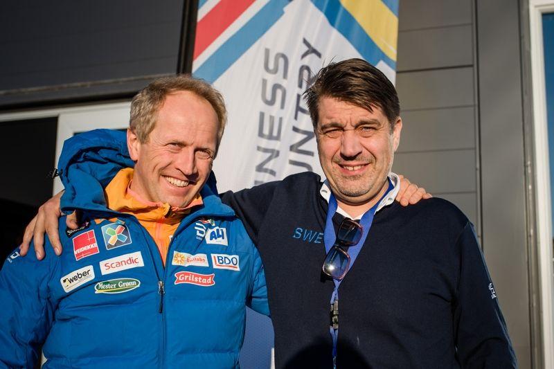 Marknadschefen på Norges skidförbund, Espen Bjervig, tillsammans med Johan Sares, längdchef på Svenska skidförbundet. FOTO: Simon Hastegård/Bildbyrån.