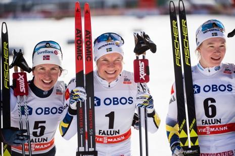 Dampallen på sprinten i Falun: Marit Björgen, trea, Hanna Falk, etta och Jonna Sundling, tvåa. FOTO: Simon Hastegård.