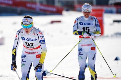 Ebba Andersson i mål strax före Charlotte Kalla. FOTO: Simon Hastegård/Bildbyrån.