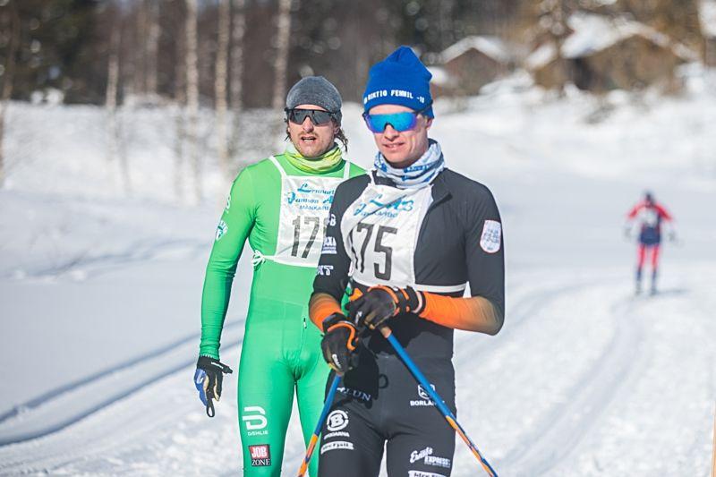Emil Johansson och Simon Andersson var två tunga namn som åkte En riktig femmil i lördags. FOTO: Adamediamedmera.
