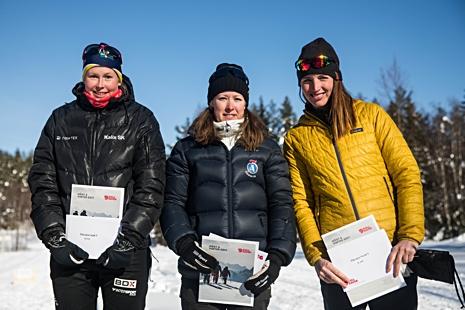 Topptrion i damklassen. Från vänster: Emma Bergström, tvåa, Lisa K Svensson, etta och Maria Görlin, trea. FOTO: www.adamediamedmera.se