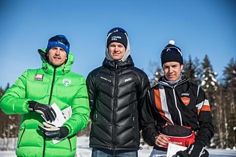 Topptrion i herrklassen. Från vänster: Emil Johansson, trea, Simon Andersson, etta och Jonatan Engdahl, tvåa. FOTO: www.adamediamedmera.se