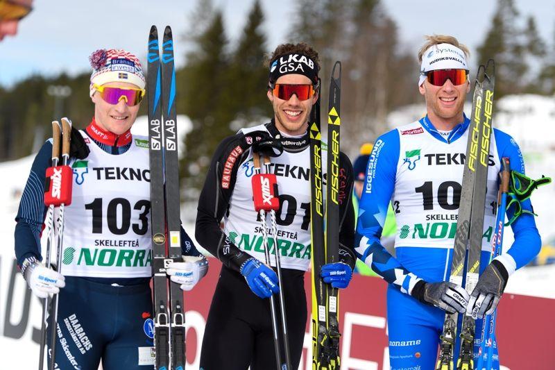 Medaljtrion på SM 30 kilometer: Jens Burman, Åsarna IK, Marcus Hellner, Gällivare Skidallians och Daniel Rickardsson, Hudiksvalls IF. FOTO: Carl Sandin/Bildbyrån.