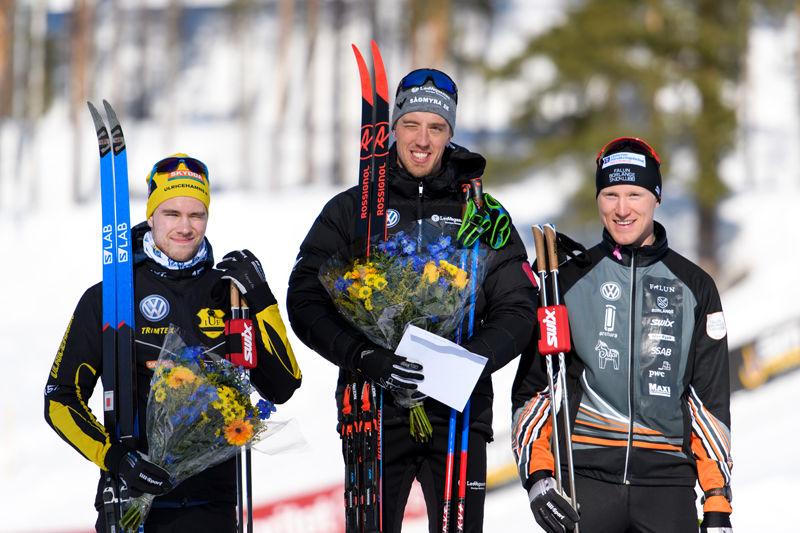 Medaljtrion på SM-sprinten: Viktor Thorn, Ulricehamns IF, silver, Calle Halfvarsson, Sågmyra SK, guld och Oskar Svensson, Falun Borlänge SK, brons. FOTO: Carl Sandin/Bildbyrån.