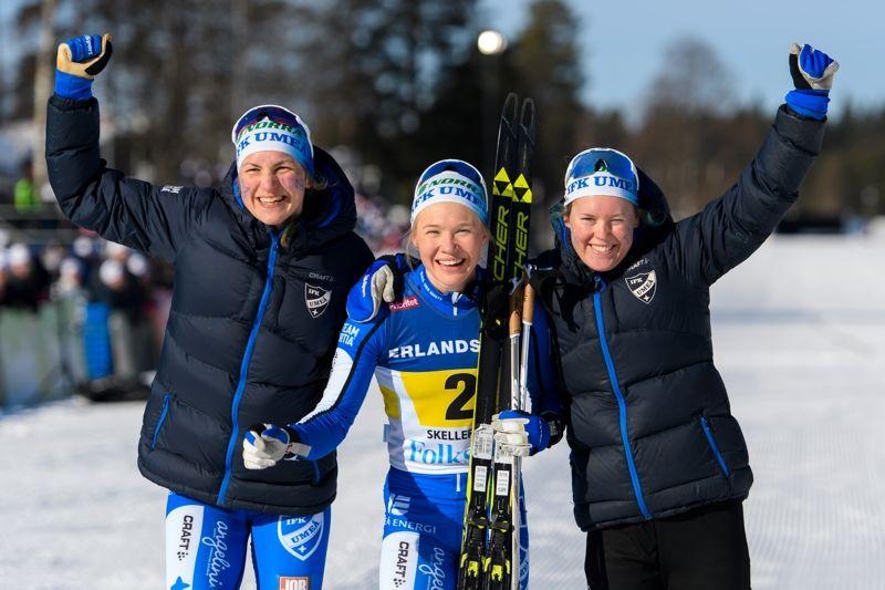 Guldglädje i IFK Umeå: Från vänster: Linn Sömskar, Jonna Sundling och Elina Rönnlund. FOTO: Carl Sandin/Bildbyrån.
