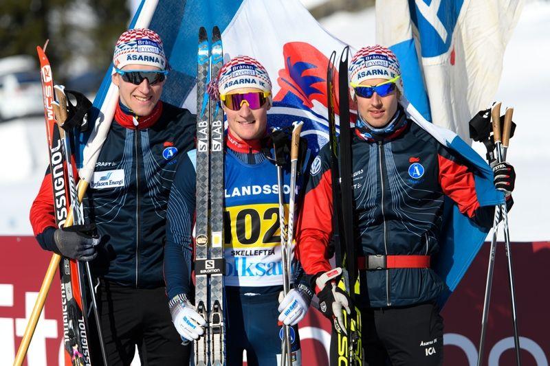 Guldlaget från Åsarna: Simon Lageson, Jens Burman och Tiio Söderhielm. FOTO: Carl Sandin/Bildbyrån.