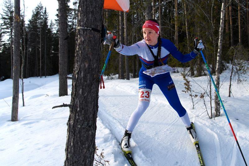 IFK Moras Magdalena Olsson vann sprintprologen i skidorientering vid SM-veckan i Skellefteå sex sekunder före klubbkompisen Hanna Eriksson. I morgon väntar TV-sänd jaktstart. FOTO: Carl Sandin/Bildbyrån.