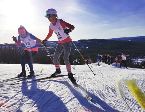 Kliv, kliv, överlev uppför Gopshusbacken. FOTO: Mora skidgymnasium.