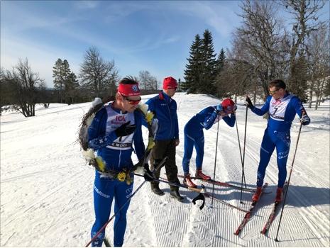 Victor Gustafsson, till vänster, var snabbaste moraåkare. Gustav Johnsson hänger på stavarna och längst till höger ser vi Håkan Löfström. FOTO: Tomas Bredberg.
