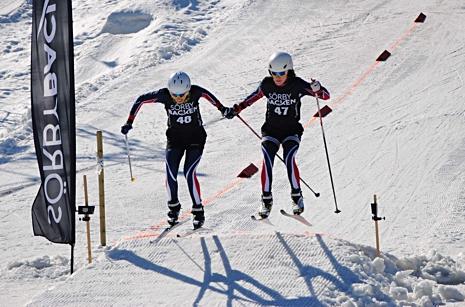 Elin Törnqvist och Anja Andersdotter hand i hand till delad seger. FOTO: filiplopez02.
