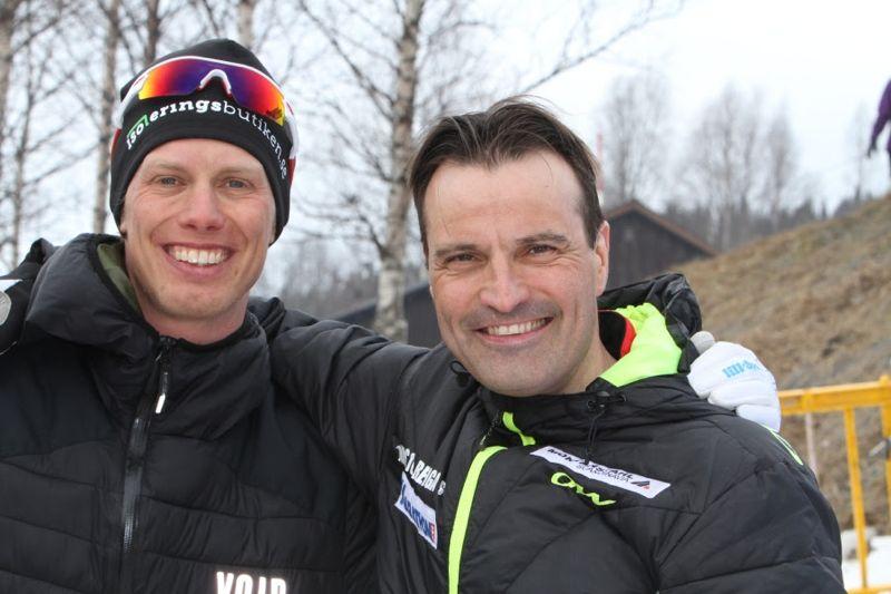 Teemu Virtanen, till höger på bilden, ska i helgen försöka ta tillbaka världsrekordet på 24 timmars skidåkning från Erik Wickström, till vänster på bilden.