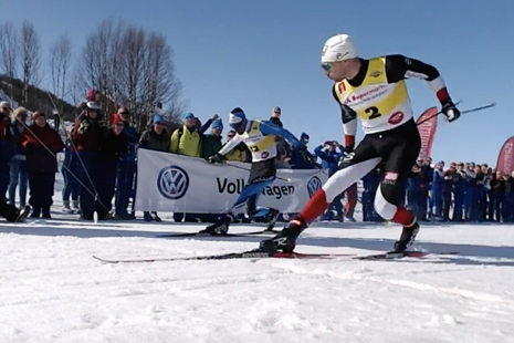 Ludvig Sögnen Jensen har koll på läget på mållinjen när han har marginal till Emanuele Becchis. FOTO: Från arrangörens webbsändning.