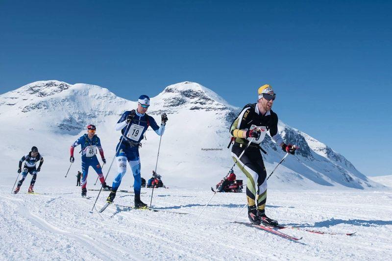 Kungsledenrännet efter drygt två mils åkning med Martin Rosvall och Johan Lövgren i täten före slutsegrarna Carl Olander och Tobias Arvidsson. FOTO: Adam Larsson.