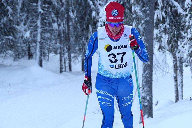 IFK Mora SK:s Frida Erkers är en av många svenska längdåkare som är uttagen inom ramen för Svenska skidförbundets möjligheter för att kombinera sin elitsatsning med studier. Frida hör till Dala Sports Academy. FOTO: Johan Trygg/Längd.se.