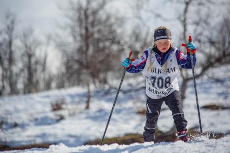 Linn Mäki, Jukkasjärvi IF, var en av många barn och ungdomar i farten under Kirunaspelen. FOTO: Magnus Hörnström.