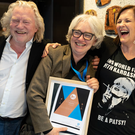 Lill-Ann Chepstow-Lusty flankert av festivalgründerne Morten Krogvold og Anne Lise Flavik. Foto: Toralf Sandåker.