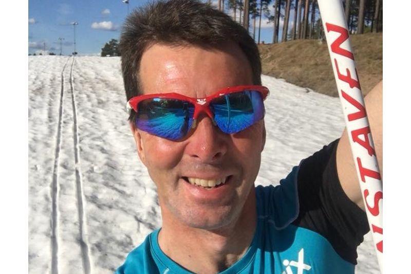 Vasaloppsvinnaren 1999, Staffan Larsson, kollade i går banan för tisdagens shortsrace på skidor vid Hemus skidstadion i Mora.