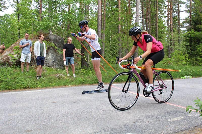 Rullskidgalejet i Norrtälje arrangeras för tredje gången den 9 juni. Här ser vi Falun Borlänges Simon Andersson i täten vid förra årets upplaga. FOTO: Rullskidgalejet.