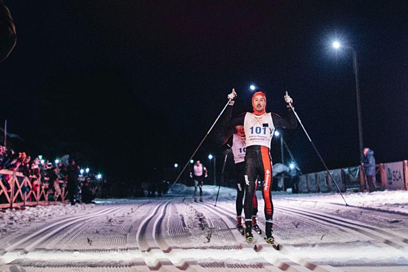 Andreas Nygaard korsar mållinjen som etta på Nordenskiöldsloppet 2018. FOTO: Marcus Olsson/Red Bull Content Pool.