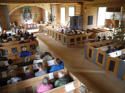 Rørstad kirke innvendig