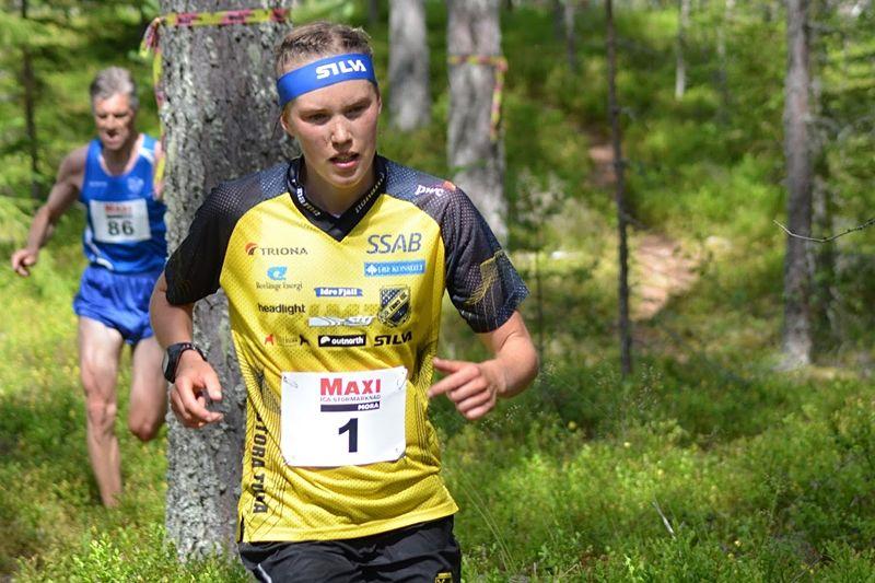 Orienterings- och skidorienteringsesset Tove Alexandersson inleder midsommarfirandet med att springa Orsakajt´n och utmanas bland annat av flera skidåkare. FOTO: Johan Trygg/Längd.se.