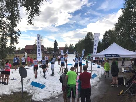 Åkare redo för start under Idresprinten. FOTO: Sara Lejonclou.
