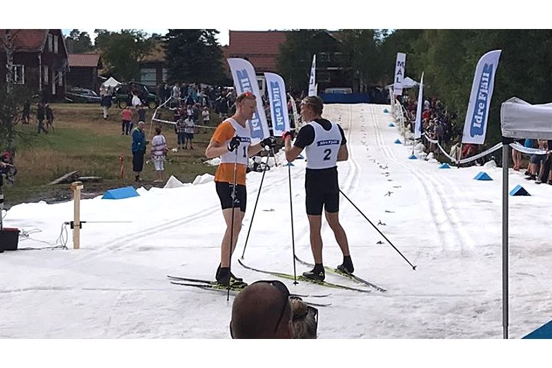 Oskar Svensson och Marcus Grate efter finalen på Idresprinten i fredags. FOTO: Sara Lejonclou.