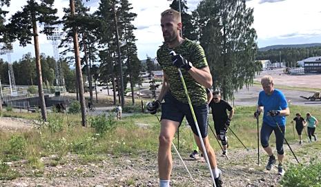 Stavgång är bra och skidlik träning. FOTO: tynellactivity.se.