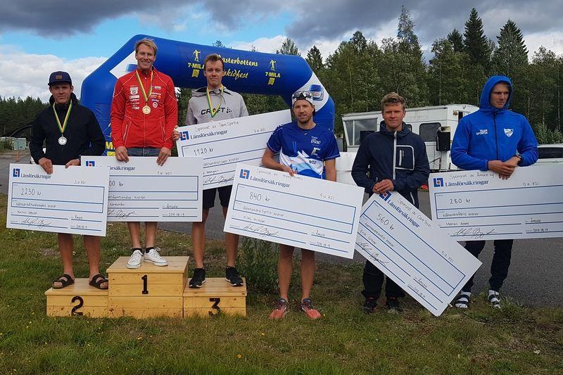 Topp sex vid STS Roll Cup i Åmsele. Från vänster: Markus Ottosson, vinnaren Gustav Nordström, Daniel Holmgren, Klas Nilsson, Erik Silfver och Marcus Grate. FOTO: Borås SK.