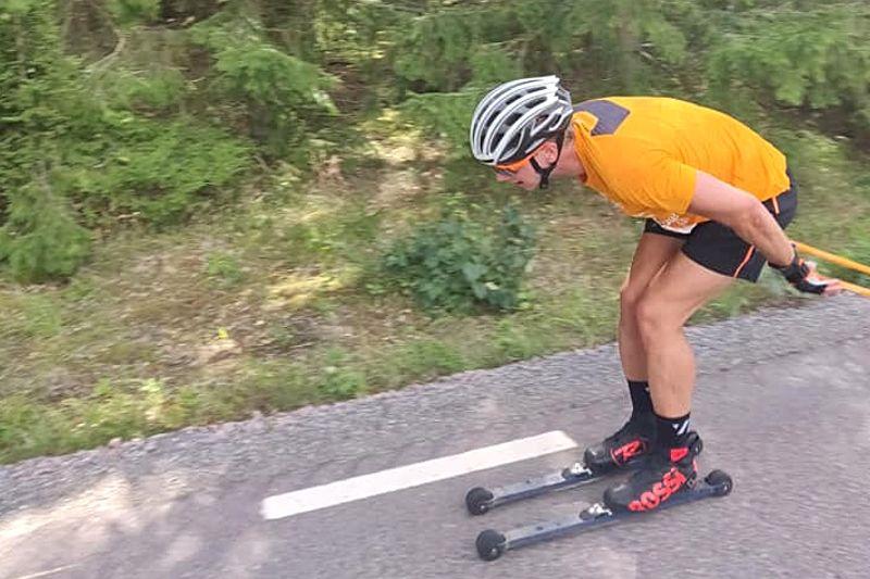 Falun Borlänges Jesper Nyström på väg mot seger i 42 kilometer långa Sockenrullen i lördags. FOTO: Hägersta GF.