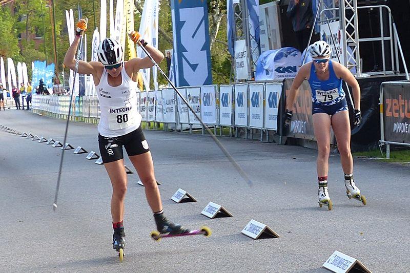 Maja Dahlqvist vann finalen på Integra Sprint i Trollhättan före Jackline Lockner. FOTO: Johan Trygg/Längd.se.