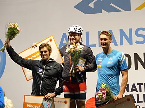 Herrpallen med från vänster: Victor Gustafsson, tvåa, Håvard Taugböl, etta och Adam Persson, tream. FOTO: Johan Trygg/Längd.se.
