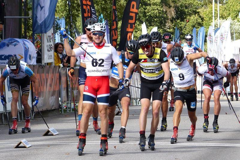 Håvard Taugböl tog segern i Alliansloppet med en trasig stav på upploppet. Anders Malmen Höst in som tvåa och där bakom sträckte Calle Halfvarsson fram foten till en tredjeplats. FOTO: Johan Trygg/Längd.se.
