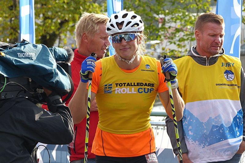Linn Sömskar vann sex av åtta deltävlingar i STS Roll Cup och blev klar totalvinnare. Här är Linn vid starten för Integra Sprint-prologen i Trollhättan. FOTO: Johan Trygg/Längd.se.