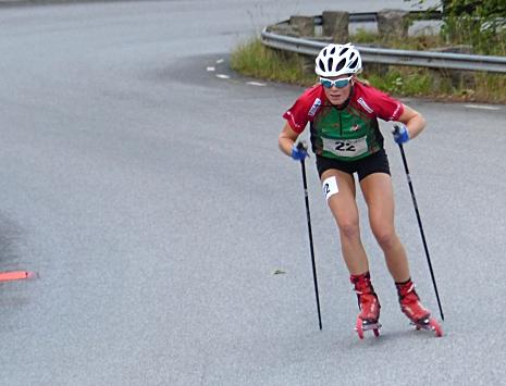 Hanna Abrahamsson tog hem damjuniorklassen i STS Roll Cup. Här är Hanna under Sting Hill Race. FOTO: Johan Trygg/Längd.se.