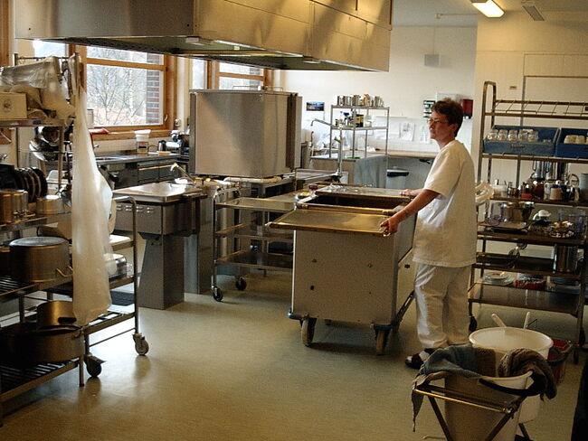 Kirsten på kjøkkenet