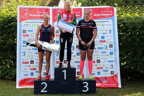 Topp tre på damernas distanslopp: Fr.v. Erika Karlsson, Nybro Ski, Moa Hansson, Landsbro och Olivia Hansson, Karlslund. FOTO:Sport Images Sweden.